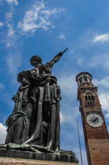 Torre Lamberti e statua piazza delle Erbe